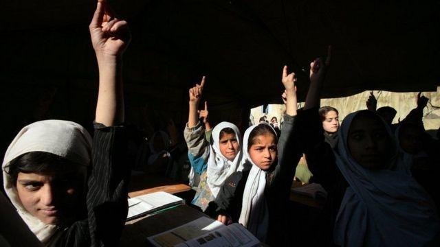 دختران افغان در مدرسه، پیش از تسلط طالبان