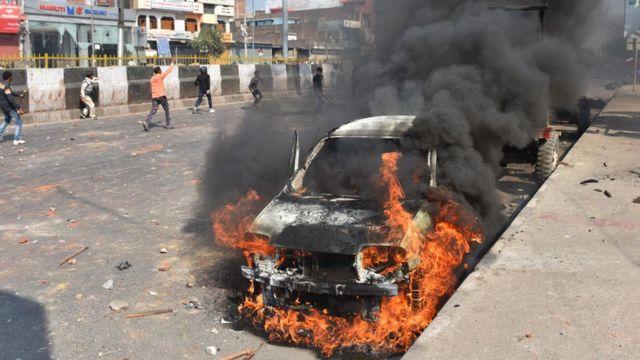 दिल्ली हिंसा: पुलिस के रवैये पर बीबीसी संवाददाताओं की आंखों देखी - BBC News  हिंदी