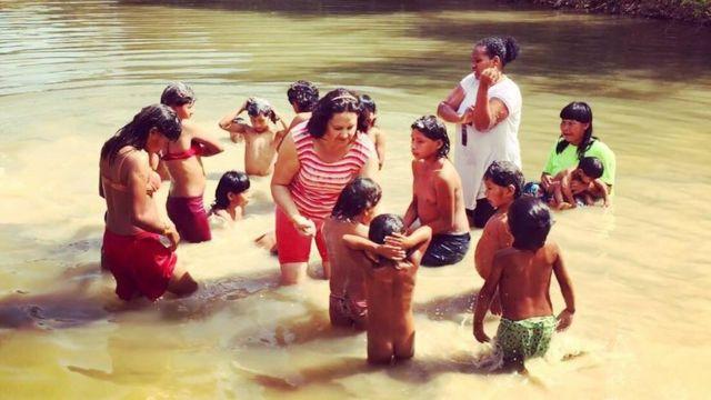 Xavantes em rio