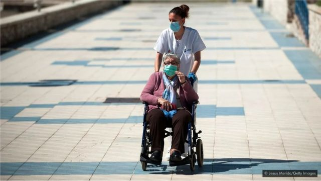 Le nombre de personnes atteignant 80 ans a beaucoup augmenté au cours du siècle dernier, mais le nombre atteignant 90 ans n'a pas augmenté
