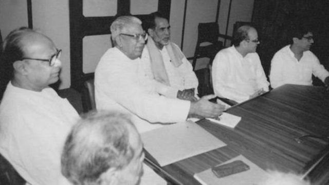 पूर्व प्रधानमंत्री चंद्रशेखर और विश्वनाथ प्रताप सिंह के साथ चौधरी देवी लाल