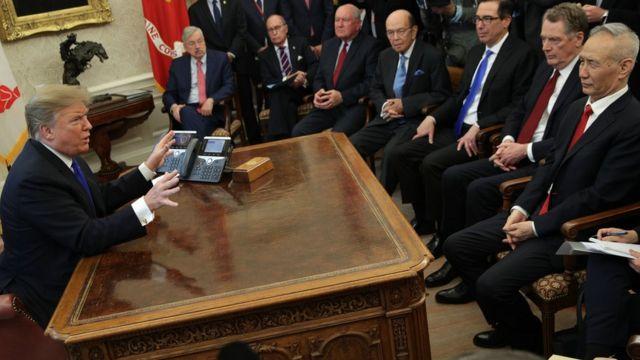 特朗普在橢圓辦公室會見中方貿易談判代表團,右一為劉鶴。