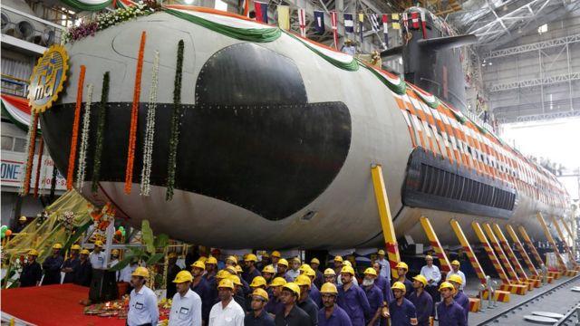 Подводная лодка на ферфи в Мумбае