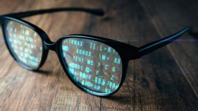 glasses with data