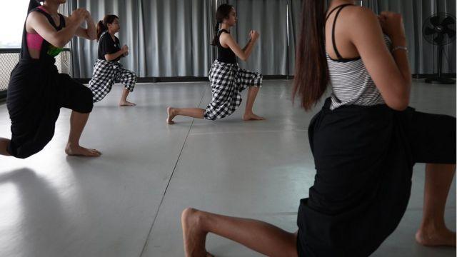 ส่วน Thai Martial Arts เป็นการนำเอาท่าทางในการแสดงโขนและศิลปะป้องกันตัวของไทย มาใช้เรียกเหงื่อ