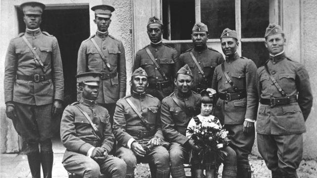 """Oficiales del grupo los """"Búfalos"""", 367º de infantería, en Francia en 1918. (Foto: Departamento de Guerra de EE.UU.)"""