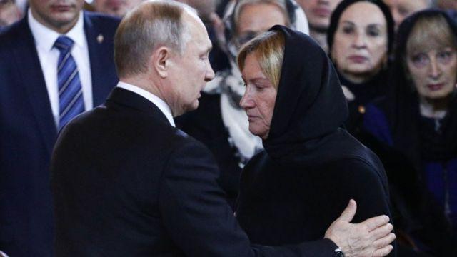 Владимир Путин и Елена Батурина на церемонии прощания с Юрием Лужковым в Храме Христа Спасителя