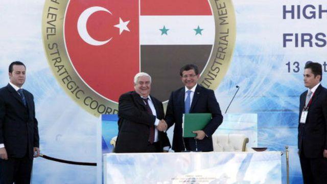 2009 yılında dönemin Dışişleri Bakanı Ahmet Davutoğlu ve o dönemdeki Suriye mevkidaşı Velid Muallim