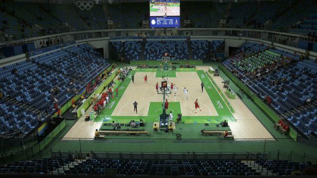 Estadio mediovacío mientras jugaban España y Nigeria