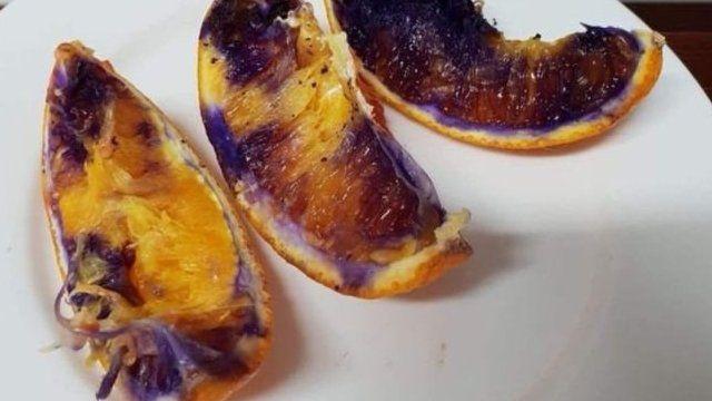 Trozos de naranjas moradas