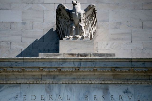 Águila y letrero de la Reserva Federal