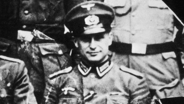 1944年,身穿党卫军军官制服的克劳斯·巴比