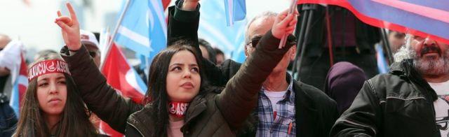 حامیان حزب حرکت ملی در گردهمایی برای رای آری در همهپرسی