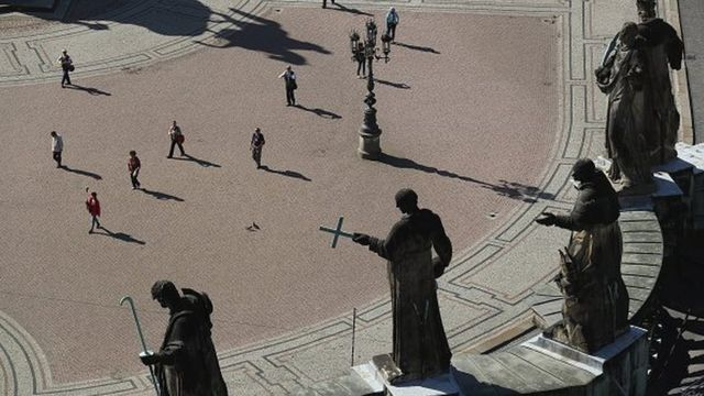 Imágenes religiosas en la plaza Theaterplatz en Dresden