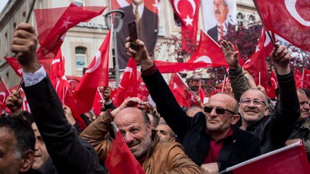 Прибічники CHP на мітингу проти референдуму в Трабзоні 8 квітня