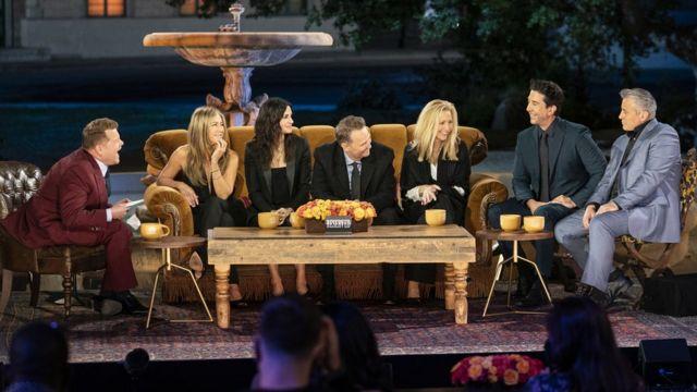 James Corden con los actores de Friends