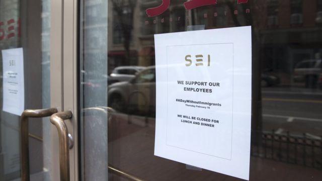 Kepenk kapatan bu restoran camına 'Çalışanlarımızı destekliyoruz' yazısı astı