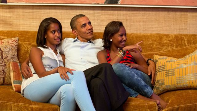El presidente Obama con sus hija Malia (izq.) and Sasha
