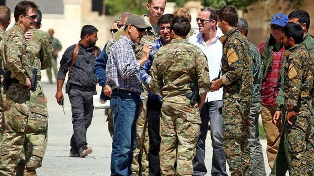 McGurk, Obama döneminde sıklıkla Suriye'ye giderek SDG bağlantılı gruplarla görüştü