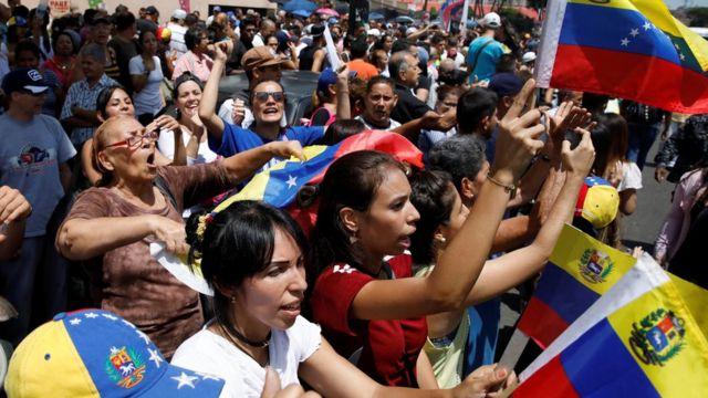 Multitud de opositores venezolanos
