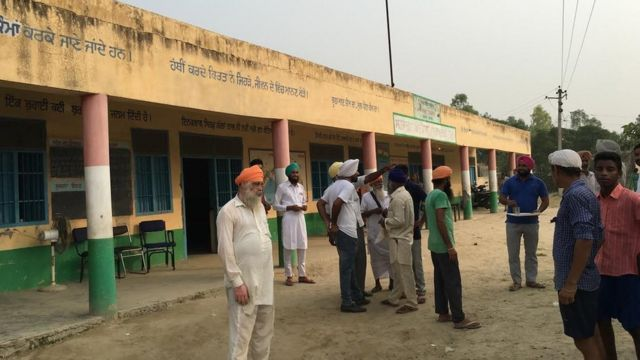 बैंका गांव के मिडिल स्कूल में चलाया जा रहा रिलीफ कैंप