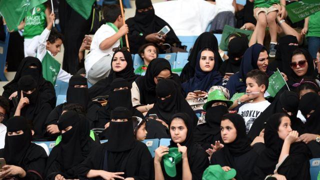 سعوديات في مدرجات ملعب
