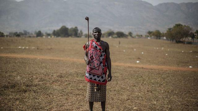 Suazi con traje tradicional