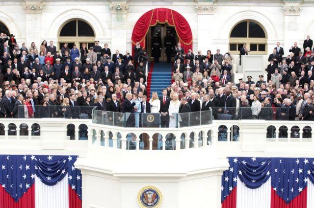 米ワシントンで1月20日、ドナルド・トランプ氏が宣誓し第45代合衆国大統領に就任した。メラニア夫人が横で見守るなか、トランプ氏は「忘れられた」米国人のために戦うと誓い、「我が国は再び繁栄する」と宣言した。