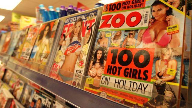 Эротические журналы на полке в магазине