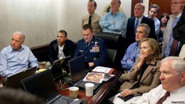लादेन को मारने वाले अमरीकी ऑपरेशन के दौरान व्हाइट हाउस में राष्ट्रपति ओबामा