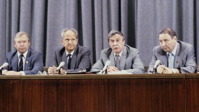 Василий Стародубцев, Борис Пуго, Геннадий Янаев и Олег Бакланов СССР (слева направо) во время прес-конференции членов ГКЧП 19 августа 1991 года