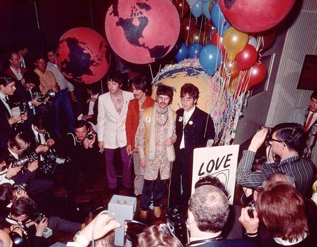 """""""Битлз"""" на презентации для прессы накануне мировой телевизионной премьеры All You Need Is Love 24 июня 1967 г."""