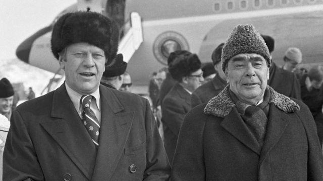 Gerald Ford iyo Leonid Brezhnev soo dhawayntii garoonka Vladivostok