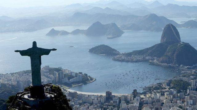 Vista panorâmica do Rio, com Cristo Redentor