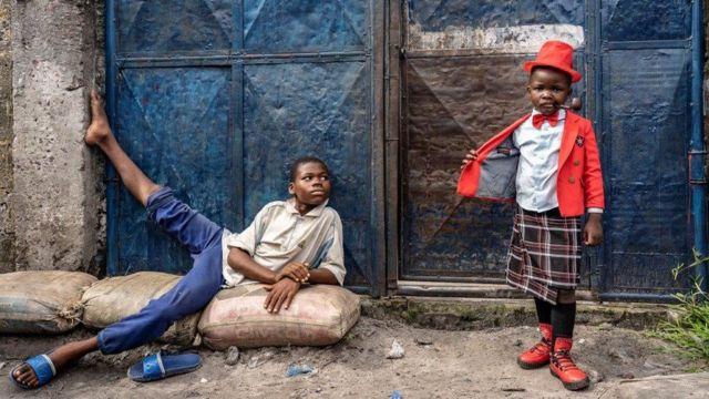 Israell Mbona et un enfant plus âgé