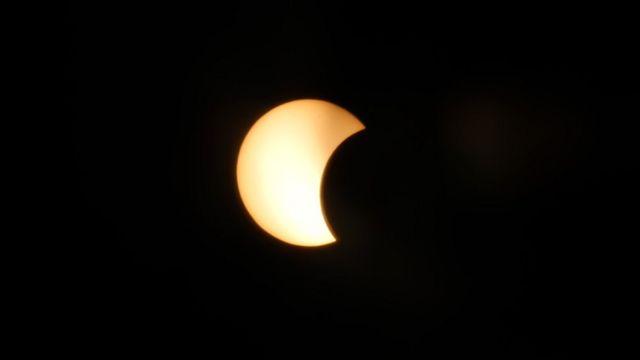 भक्तपुरको मध्यपुर थिमिबाट देखिएको सूर्य ग्रहण