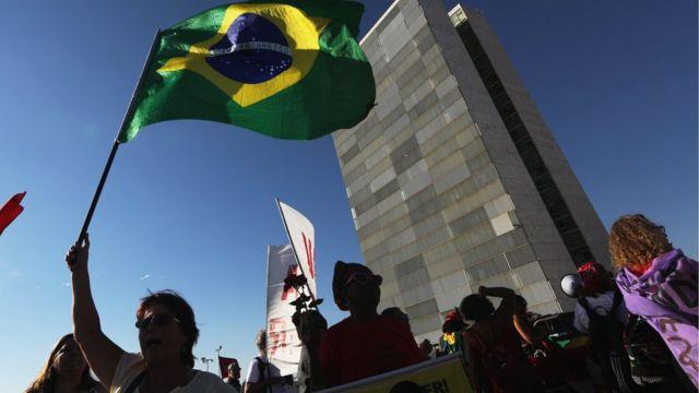 Manifestantes se reúnem em frente ao Congresso Nacional em Brasília, em 29 de setembro de 2016