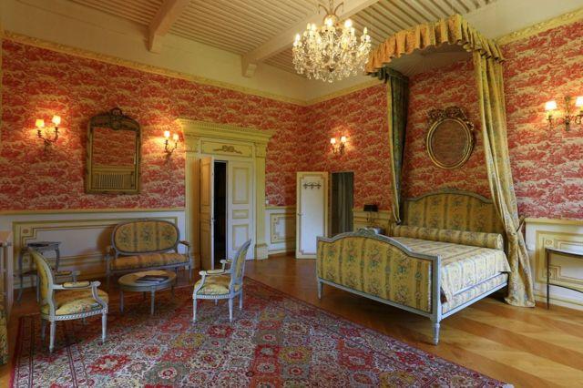 A bedroom in Picomtal Castle