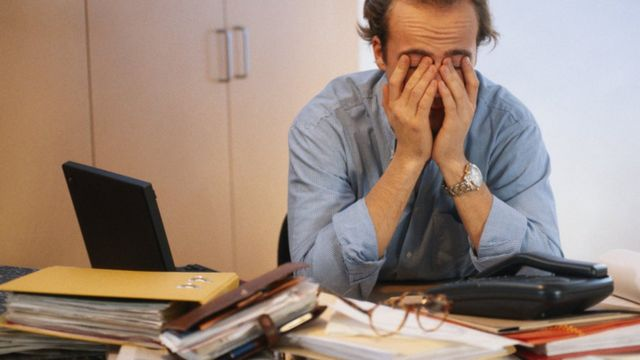إدمان العمل يسبب بعض المخاطر