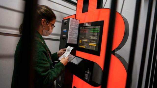 Barcelona'da bir Bitcoin ATM'si.