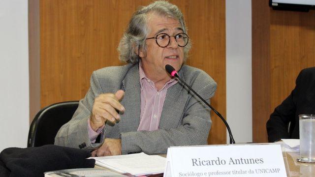 Professor Ricardo Antunes em debate na Escola do Ministério Público da União, no dia 21 de maio de 2018