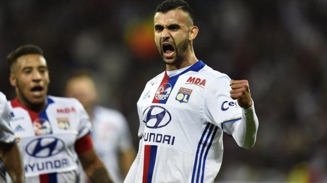 Rachid Ghezzal inscrit le deuxième but de Lyon face à Saint-Etienne