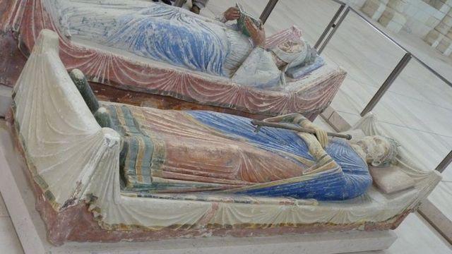 Надгробие Генриха II и Алиеноры Аквитанской в аббатстве Фонтевро во Франции.