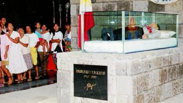 Ferdinand Marcos' body on display in the city of Batac (1993)