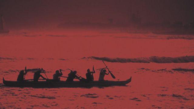 Canoa con hombres