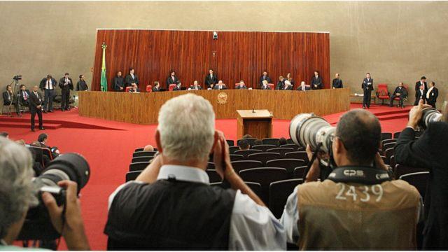 Fotógrafos em sessão do TSE