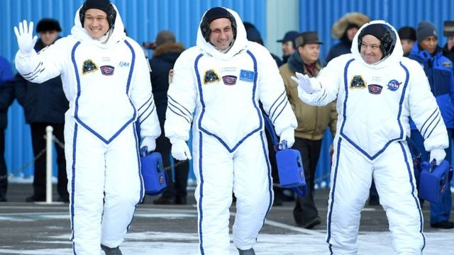 Astronautas partindo rumo à ISS