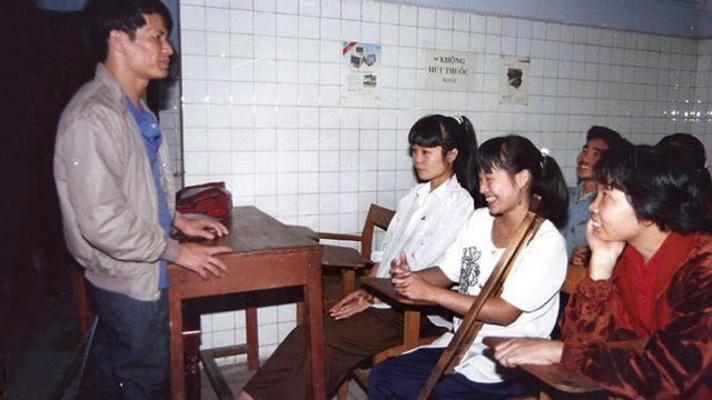 David trabalhando com vietnamitas deficientes
