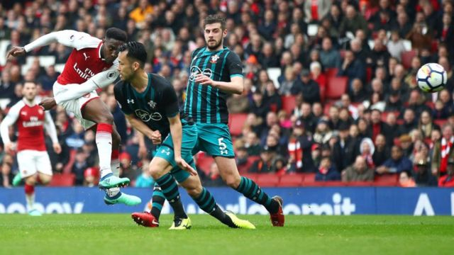 Danny Welbeck marquant le second but d'Arsenal.