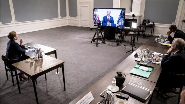 Primeira-ministra da Dinamarca assiste a Joe Biden na Cúpula do Clima